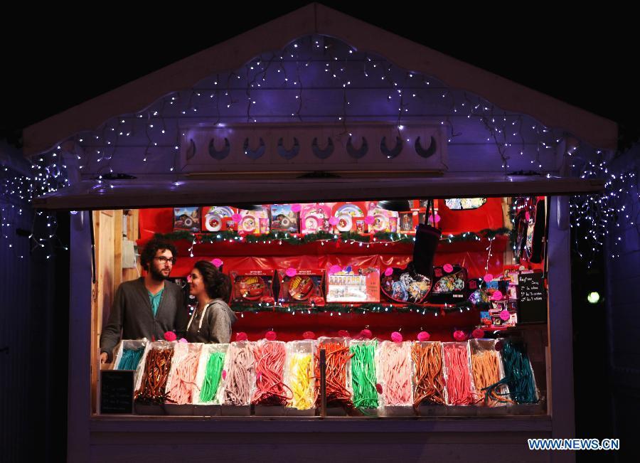 christmas market on champselysees avenue1chinadailycomcn