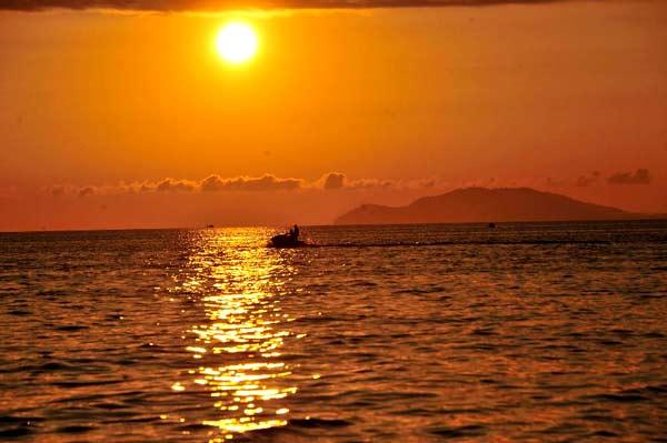 Tropical Sunset | Scenery &amp- Photography | Pinterest | Scenery ...