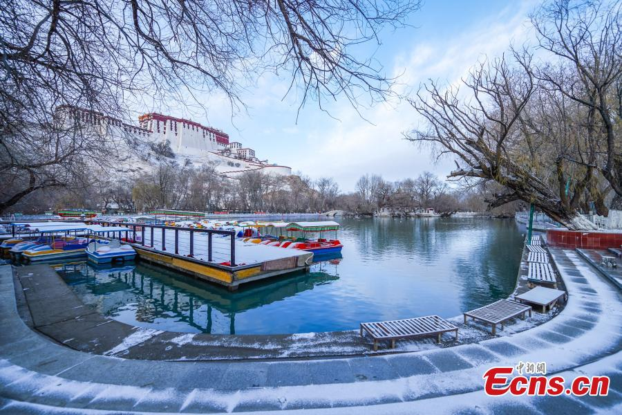 Spring snow adds beauty to Lhasa