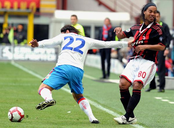 意甲:罗马反超国米登顶 AC米兰主场战平