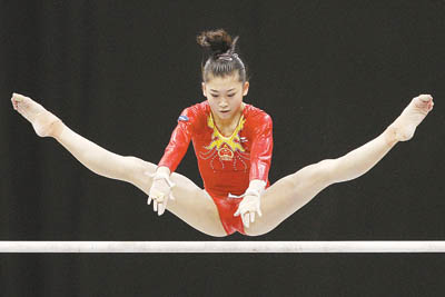 江钰源 中国/鹿特丹当地时间10月21日,江钰源在高低杠比赛中。CFP供图