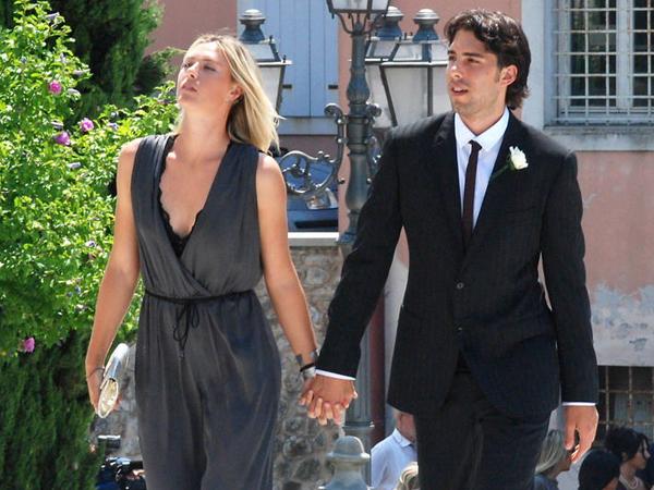 武贾西奇与莎娃正式订婚