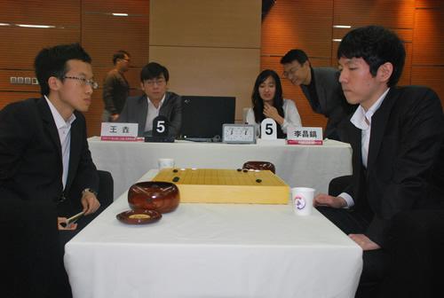 李昌镐 王垚/王垚(左)淘汰李昌镐