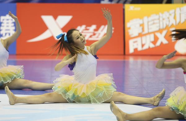 特步大五总决赛冠军争霸 足球啦啦队创舞精彩图片
