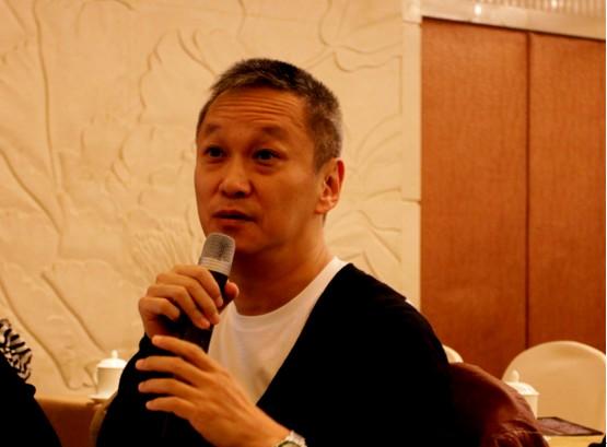 陈德森导演点评青年电影导演们的项目,并提出建设性的意见