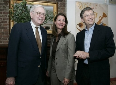 In this photo provided by the Bill & Melinda Gates Foundation, Warren Buffett, left, Melinda French Gates and Bill Gates stand together, Sunday, June 25, 2006, in New York, shortly after Buffett's announcement that he would be starting to make an annual donation of about $1.5 billion to the Bill & Melinda Gates Foundation. [AP]