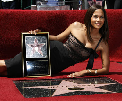 Halle Berry gets star on Hollywood Walk