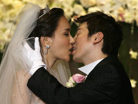 Korea's top transgender beauty ties knot
