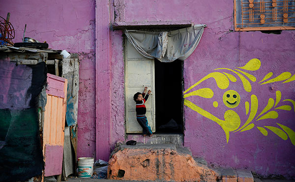 Painters bring new life to hard-hit areas in Gaza[1]
