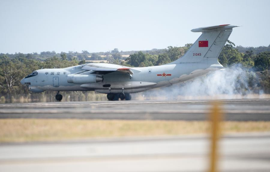 Chinese planes arrive in Perth to step up search efforts[1