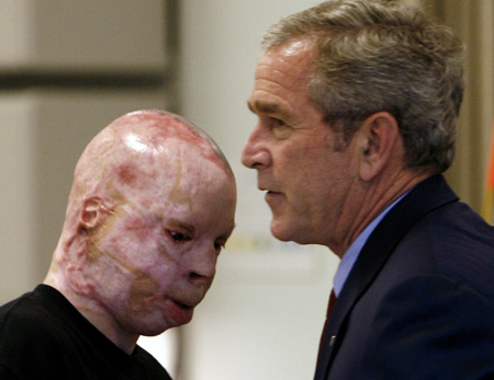 U.S. President George W. Bush (R) meets with Lance Cpl. Isaac Gallegos during a visit to the Center for the Intrepid at Brooke Army Medical Center in San Antonio, Texas, Nov. 8, 2007.(Xinhua/Reuters Photo)