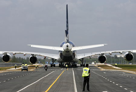 Singapore Escort Picture on Security Personnel And Aviation Staff Escort An Airbus A380 Superjumbo