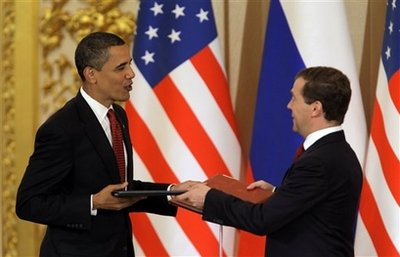 Obama, Medvedev agree to pursue nuclear reduction