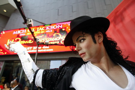 Michael Jackson wax figure unveiled in Hollywood Daily Star