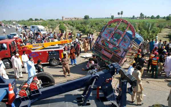 road accidents in pakistan Situation in pakistan ▫ generally dismal ▫ road accidents - pedestrians to  animal drawn vehicles and two wheelers to multi wheel transport vehicles.