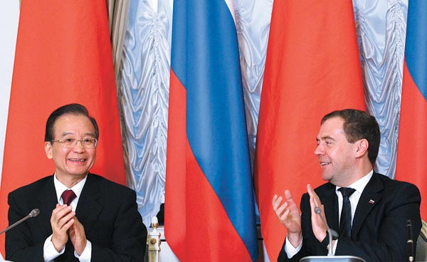 China inks energy and trade deals with Russia