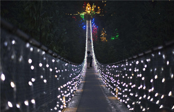 Vancouver Christmas Bridge.Suspension Bridge Decorated In Christmas Lights 1