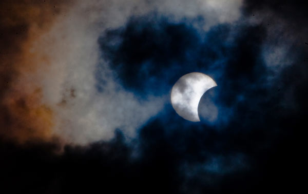 Kenya enhances security as tourists flock to see eclipse