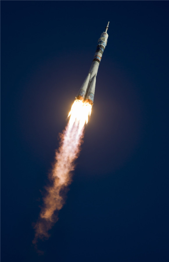 Soyuz rocket flies Olympic torch to space station[4 ...