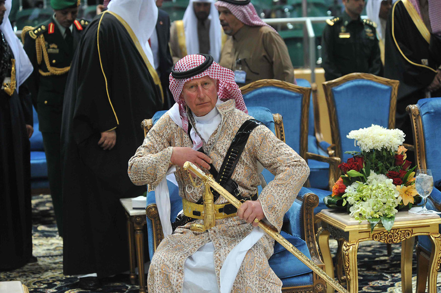 Prince Charles dances in traditional Saudi dress