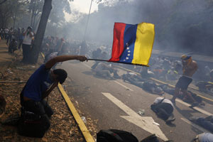 Venezuelan anti-govt protesters set fire in rally