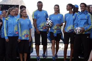 Biden, Kerry unveil World Cup trophy in Washington