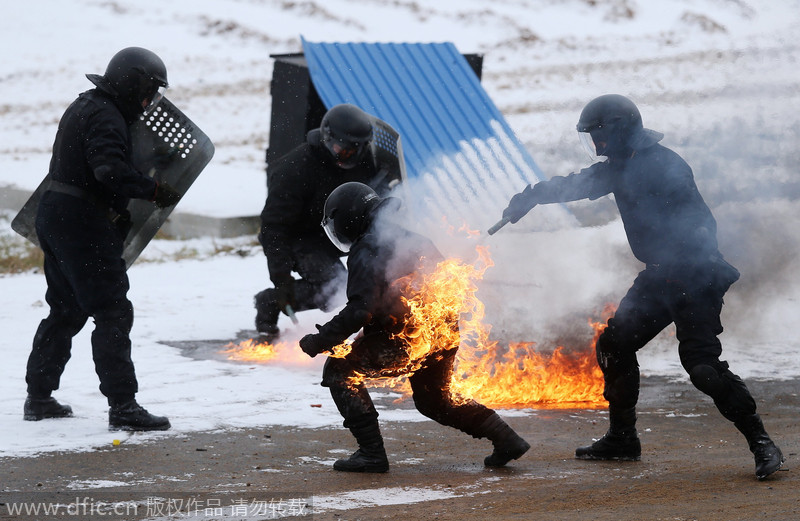 Elite Russian forces demonstrate skills[3]- Chinadaily.com.cn