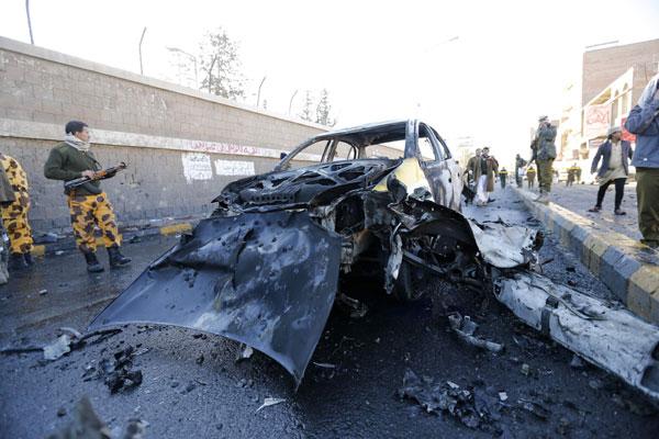 Suicide bomber kills dozens in Yemen