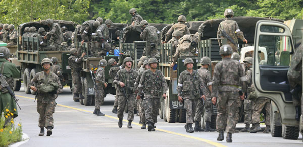 a professional army versus conscription Difference between militia and conscription conscription just allows uneducated citizens to become soldiers a professional army only allows educated.