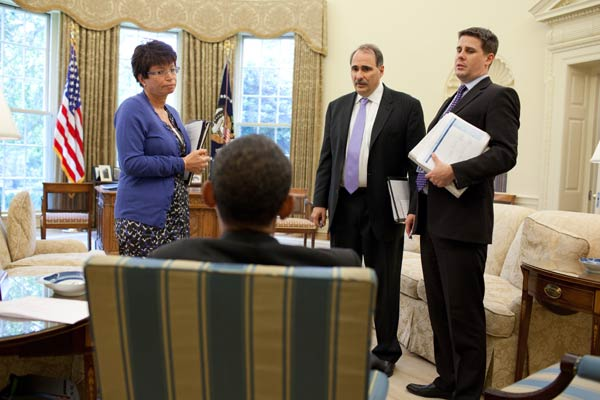 Top Obama communications advisers to step down
