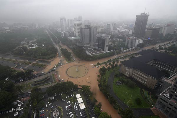 Jakarta flood disturbs business, displaces residents