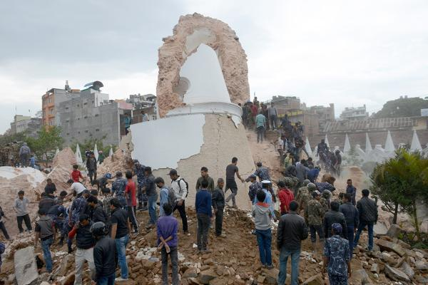 Death toll in Nepal nears 800, many feared trapped