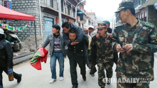 Death toll in Nepal nears 1,000, many feared trapped