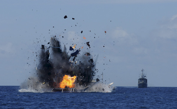 Indonesia sinks 41 foreign boats to warn against poaching