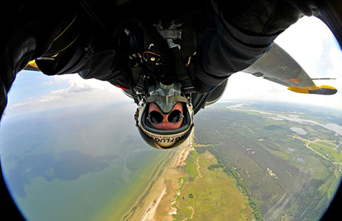 New craze: Super rich take selfies in fighter jets
