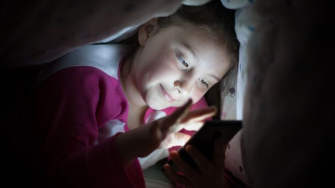 Phones need 'bed mode' to protect sleep: Expert