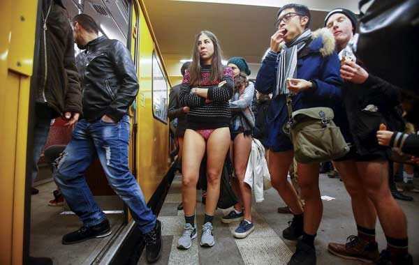 No Pants Subway Ride Puts Smile Upon Faces Of Fellow