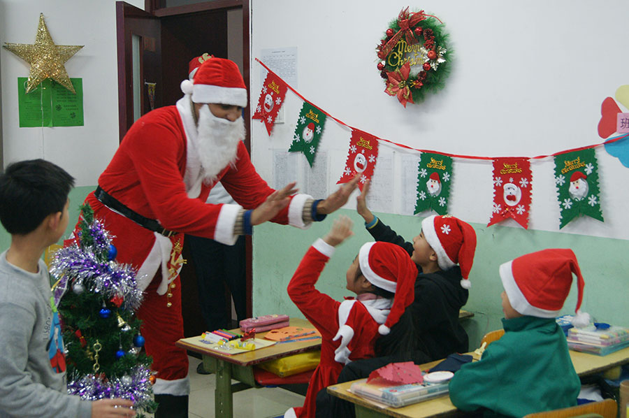 Kids Read throws Christmas party for primary school students in ...