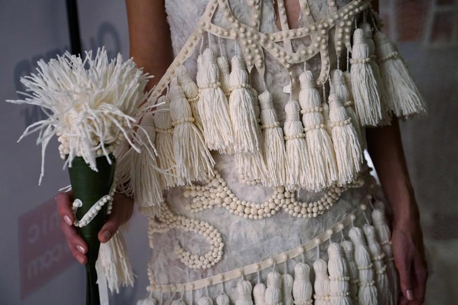 Winning toilet paper gowns offered to brides-in-need[5]- Chinadaily ...