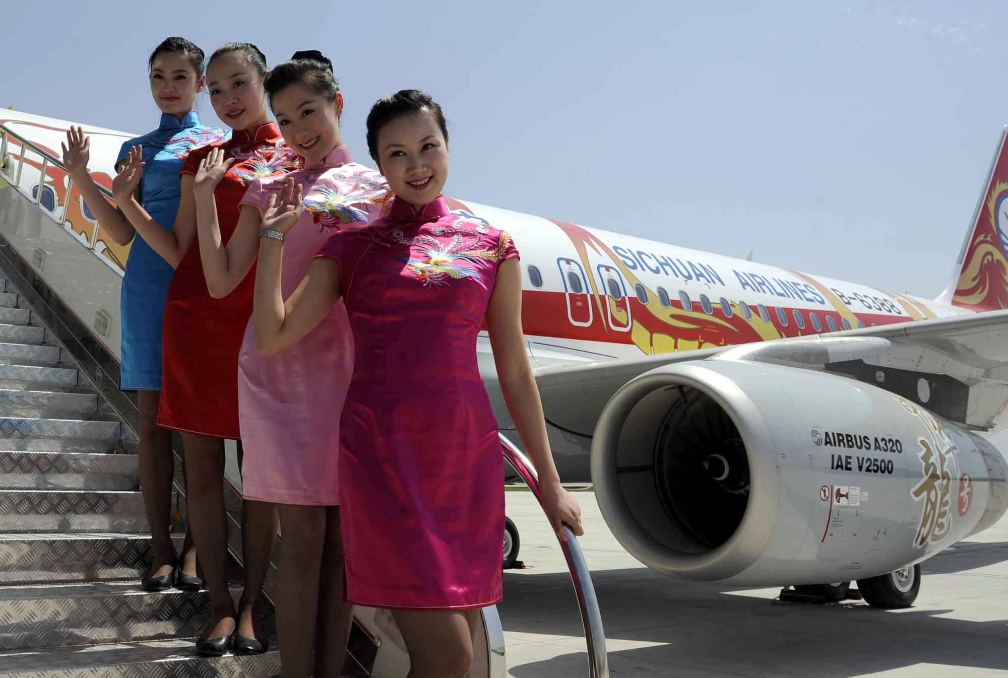 交付川航的首架A320飞机飞抵成都脚美女踩动物图片