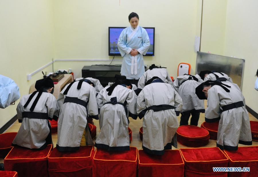 Children learn traditional Chinese culture in Changsha
