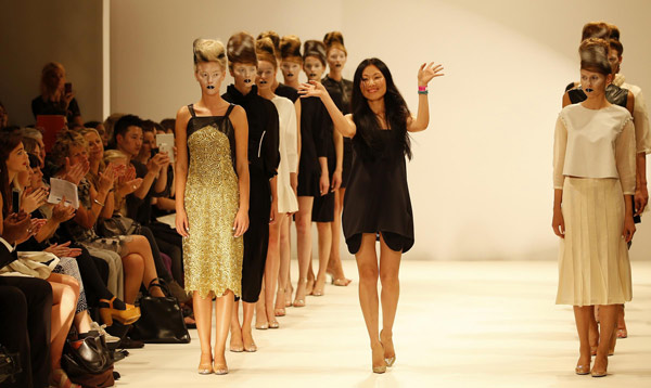 Chinese Designer Graces Stage At London Fashion Show 1 Chinadaily Com Cn