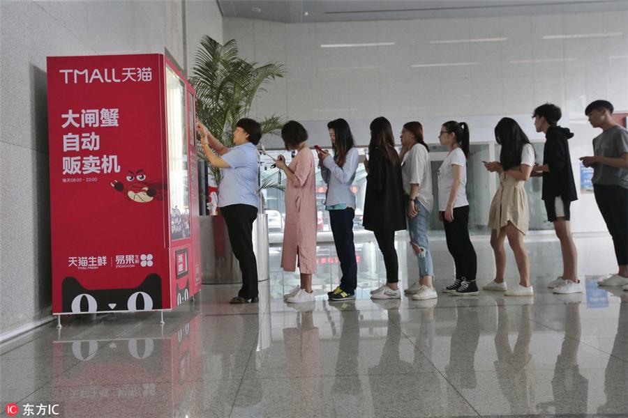 Customers Rush To Hairy Crab Vending Machine 1 Chinadaily