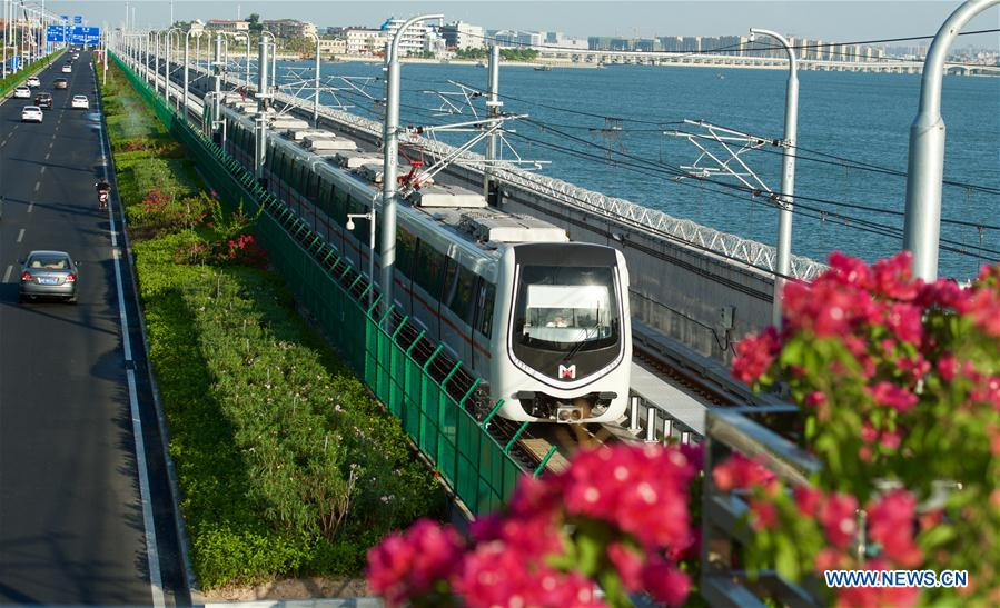 Sea-view subway completes test operation in Xiamen