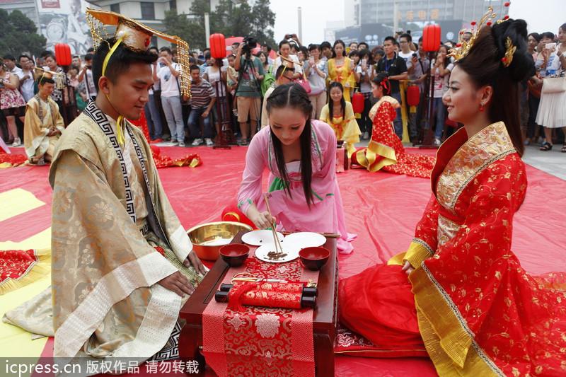Traditional Hanfu wedding ceremony |<!-- ab 17042700 -->Heritage<!-- ae  17042700 --> |chinadaily.com.cn