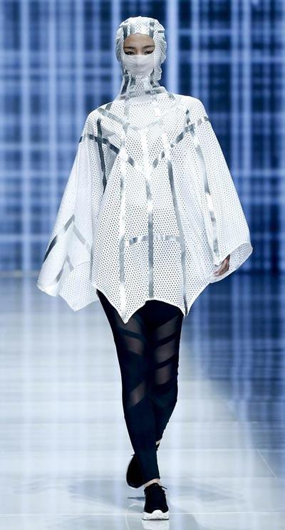 Internauts Turn Designers into Fashion Site