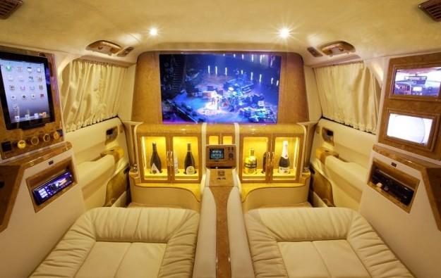 香槟皮床大荧幕 十万英镑改装超豪华防弹车[1]- 中文国际