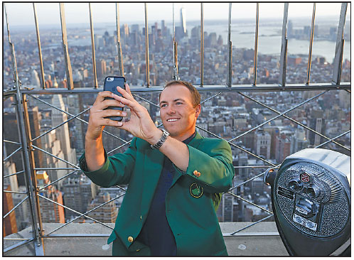 masters champion jordan spieth visits the observation deck at the empire state building on