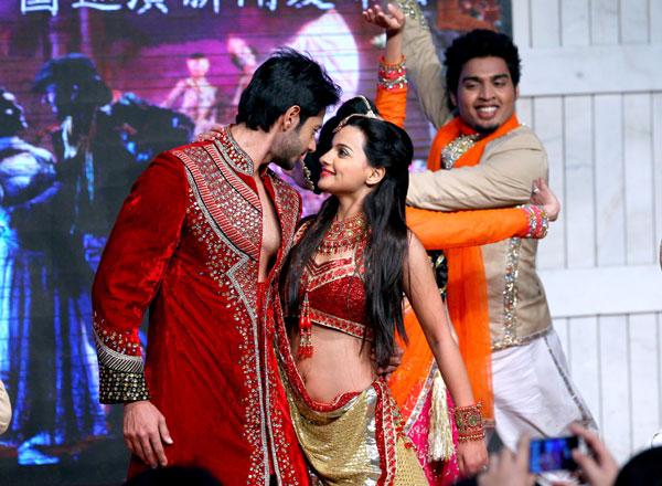 Dhruv Bhandari,latest,pic,image,photo,pictures,actor,Taj Express,Bollywood,musical,show,drama,Vandana Joshi