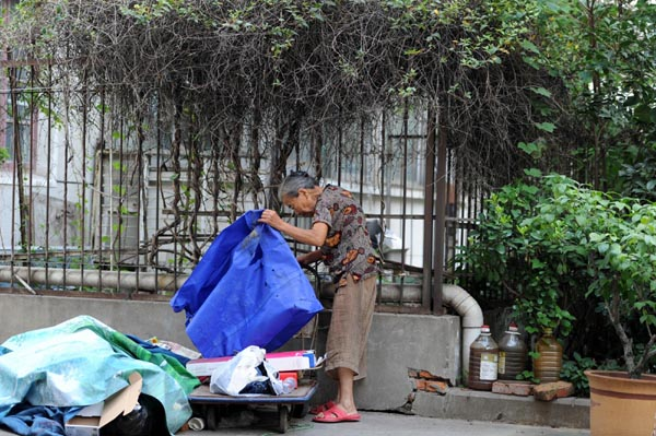 Gran, 82, collects trash to pay dead son's bill